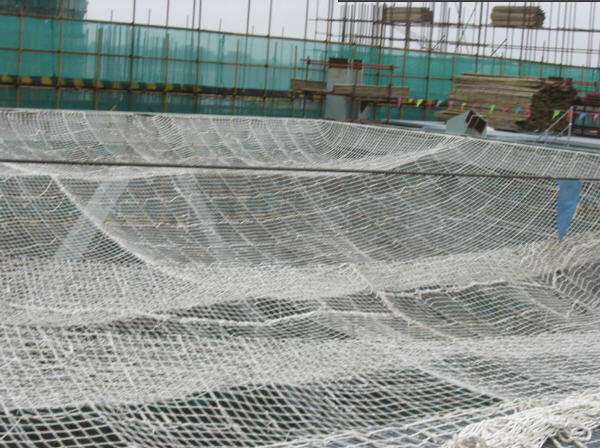 Knotted rope net for fall Protection